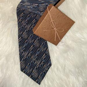 Damon pattern silk tie